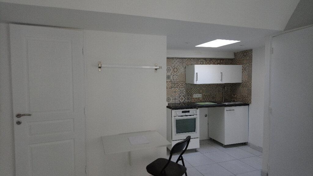 Appartement à louer 1 24m2 à Nemours vignette-1