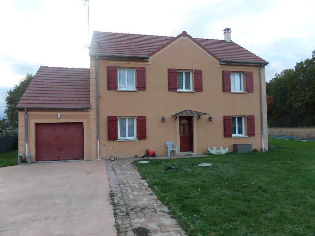 Maison à louer 6 140m2 à Poligny vignette-1