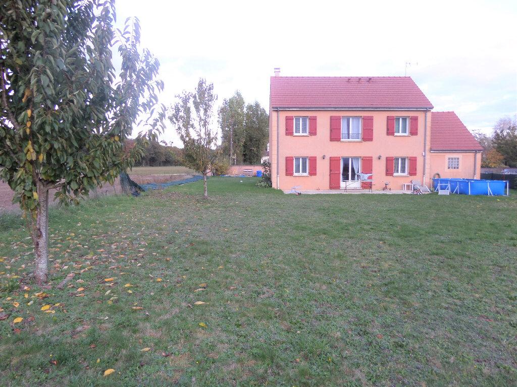Maison à louer 6 140m2 à Poligny vignette-2