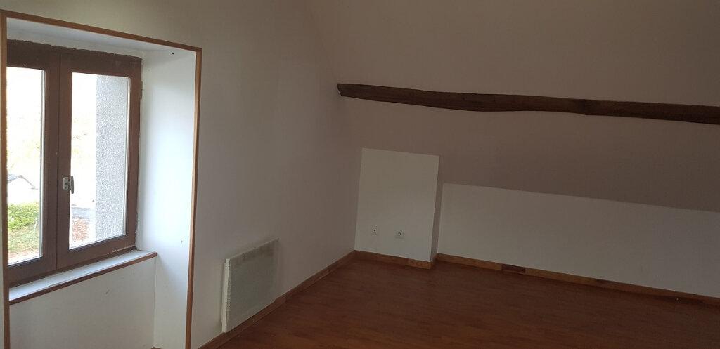 Appartement à louer 3 76.14m2 à Château-Landon vignette-2