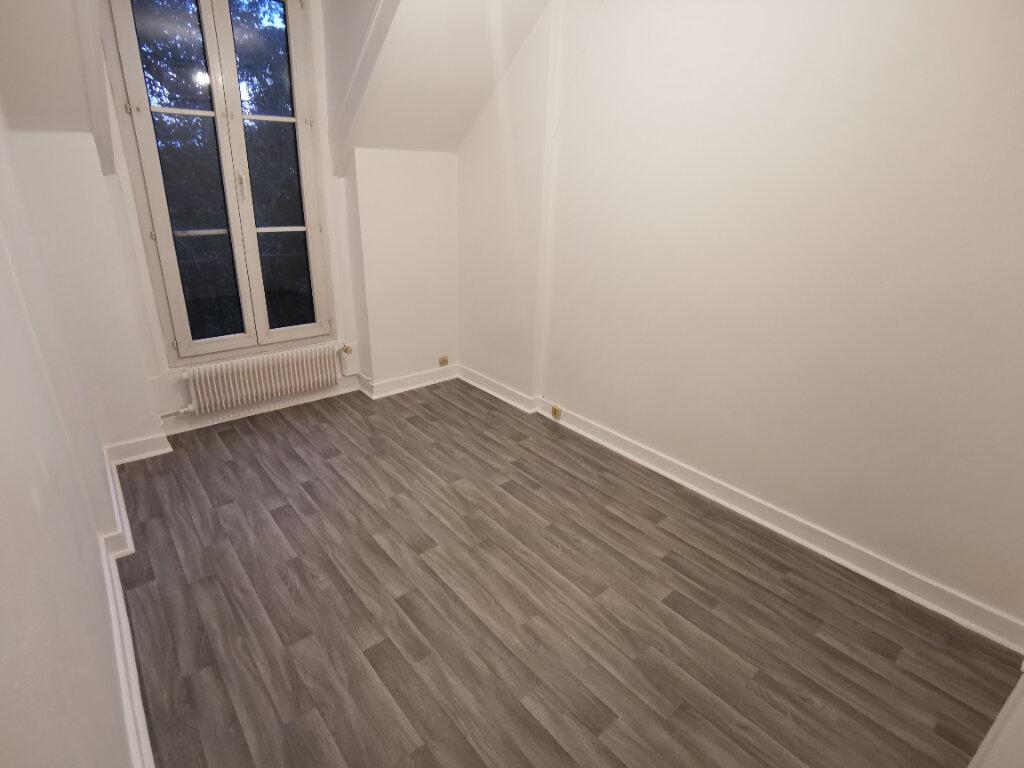Appartement à vendre 4 67m2 à Nemours vignette-2