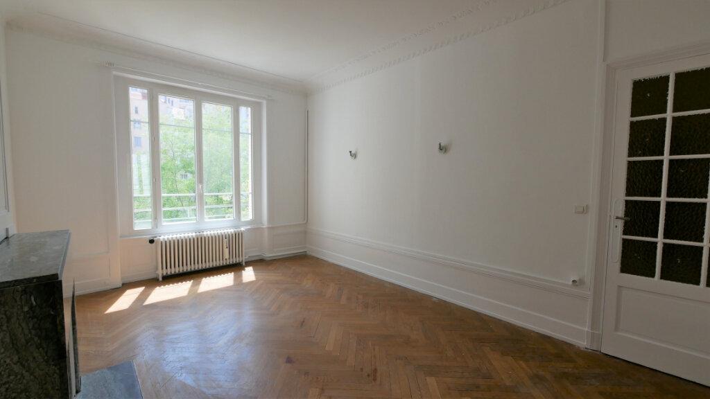 Appartement à louer 4 109.22m2 à Lyon 6 vignette-1