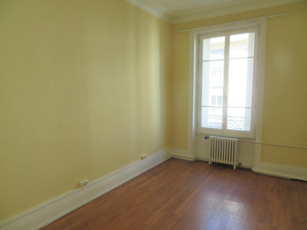 Appartement à louer 4 109.22m2 à Lyon 6 vignette-4