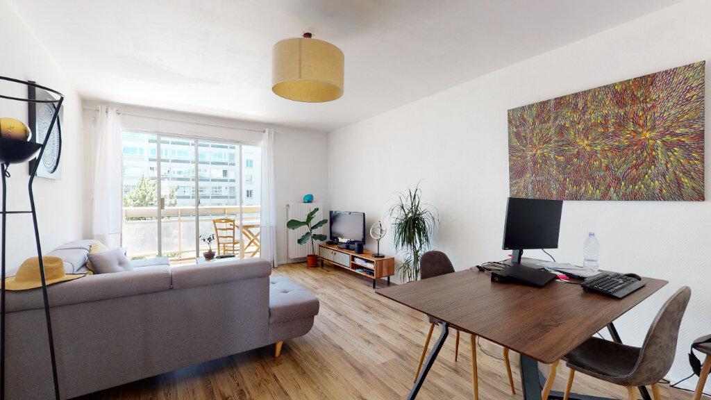 Appartement à louer 2 60m2 à Lyon 6 vignette-3