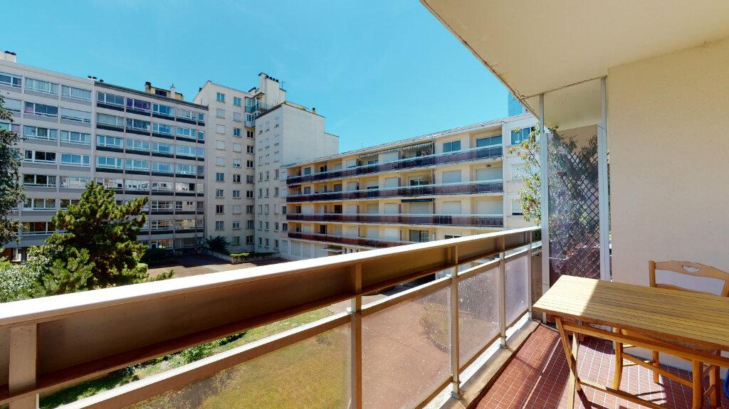 Appartement à louer 2 60m2 à Lyon 6 vignette-5