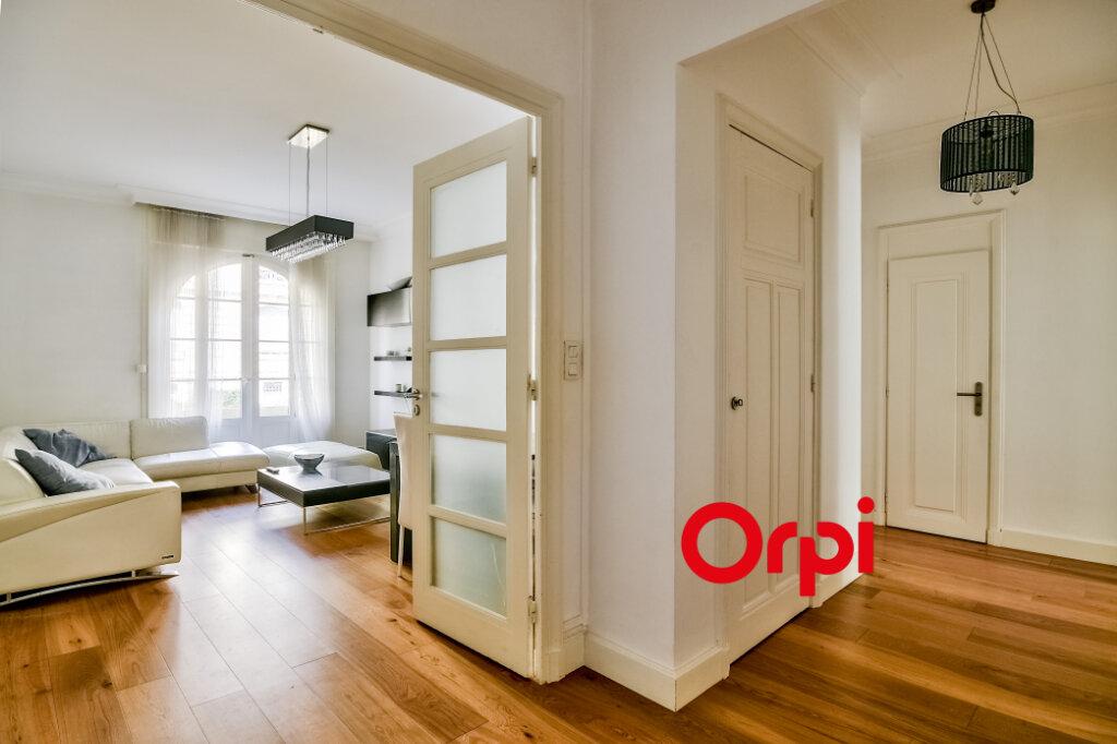 Appartement à louer 3 95.84m2 à Lyon 6 vignette-1