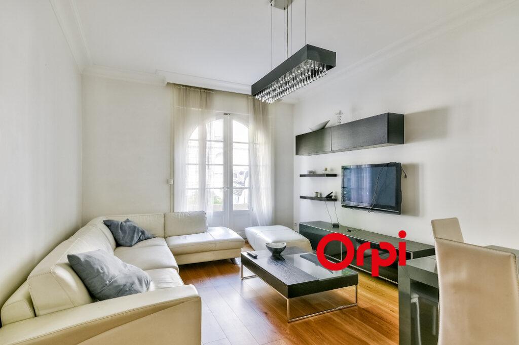 Appartement à louer 3 95.84m2 à Lyon 6 vignette-2