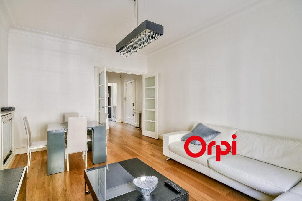 Appartement à louer 3 95.84m2 à Lyon 6 vignette-3