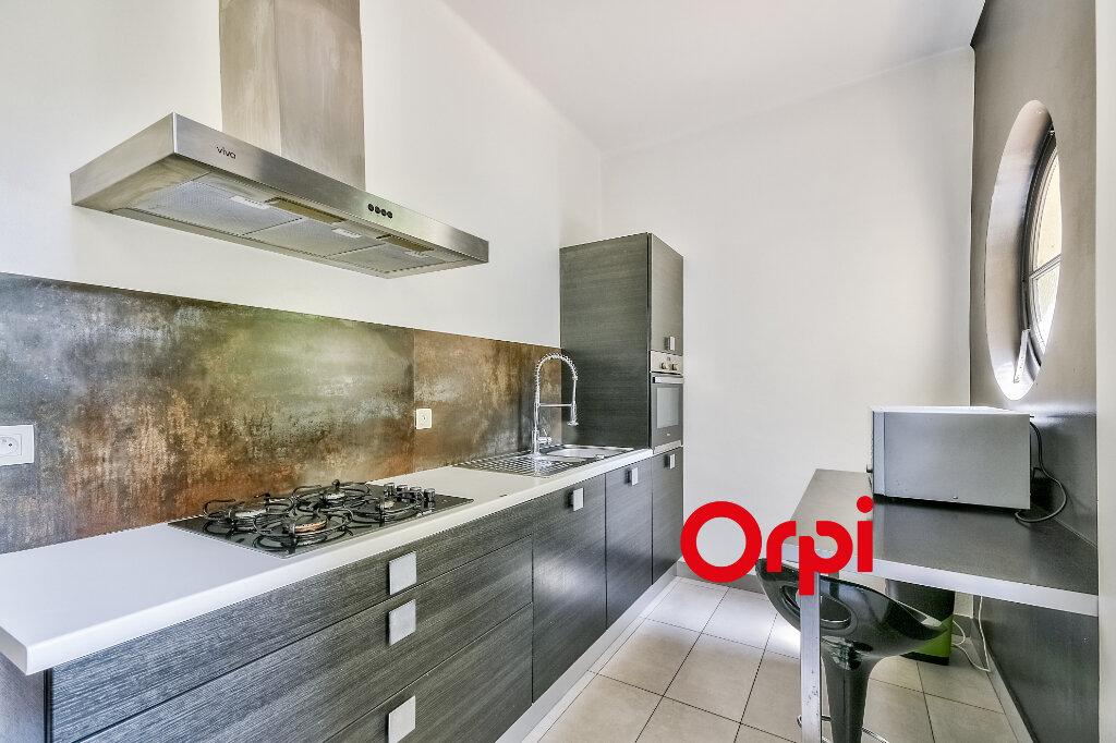 Appartement à louer 3 95.84m2 à Lyon 6 vignette-4