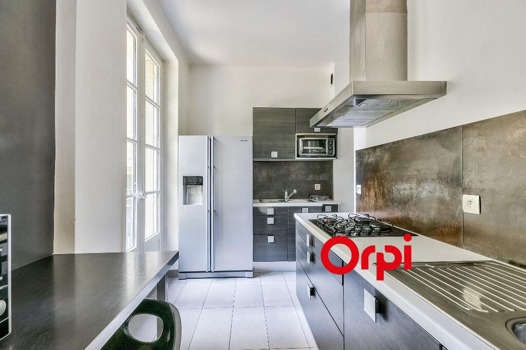 Appartement à louer 3 95.84m2 à Lyon 6 vignette-5