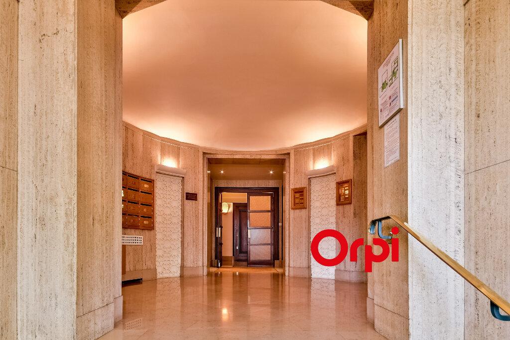 Appartement à louer 3 95.84m2 à Lyon 6 vignette-9