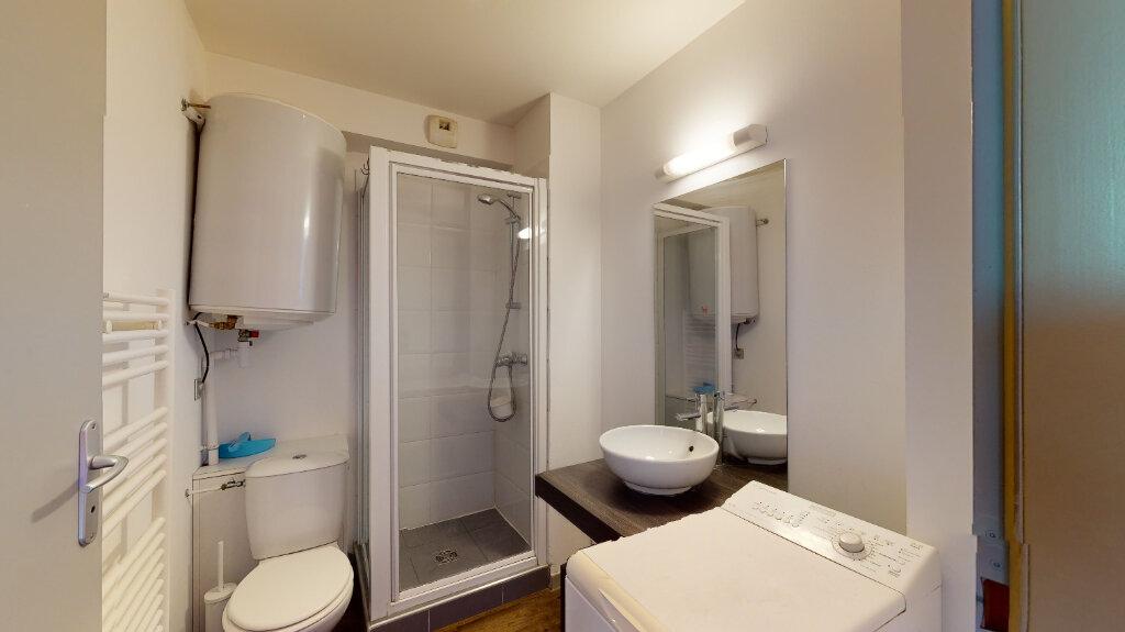 Appartement à louer 1 20m2 à Villeurbanne vignette-4