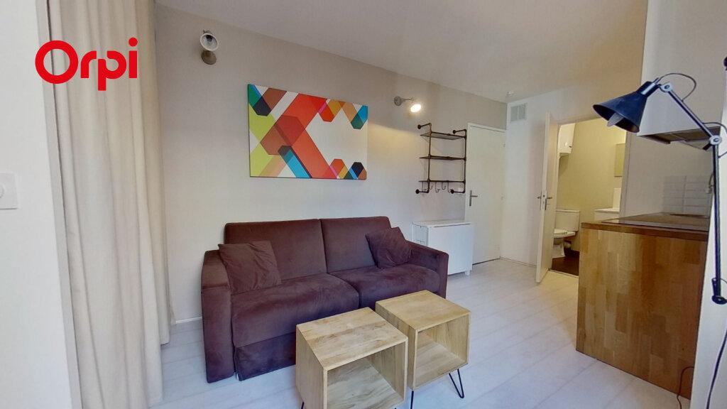 Appartement à louer 1 17m2 à Lyon 1 vignette-1