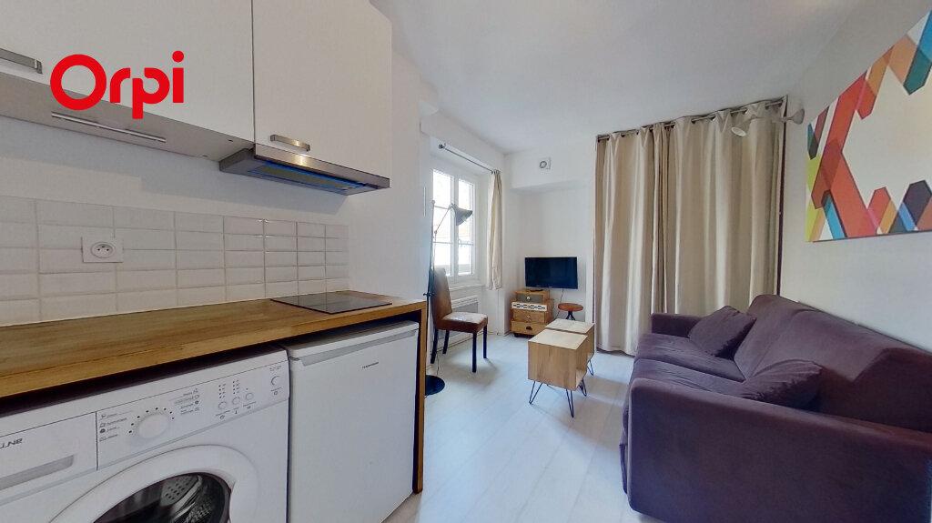 Appartement à louer 1 17m2 à Lyon 1 vignette-2