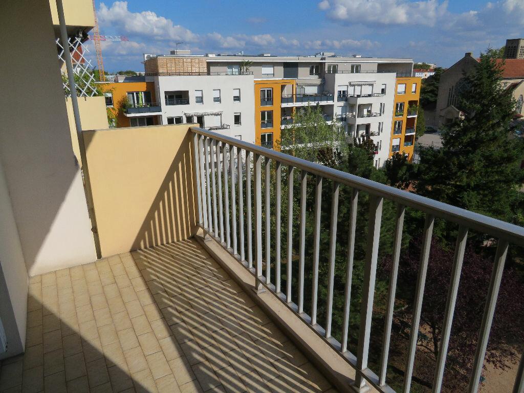 Appartement à louer 2 51.84m2 à Villeurbanne vignette-3