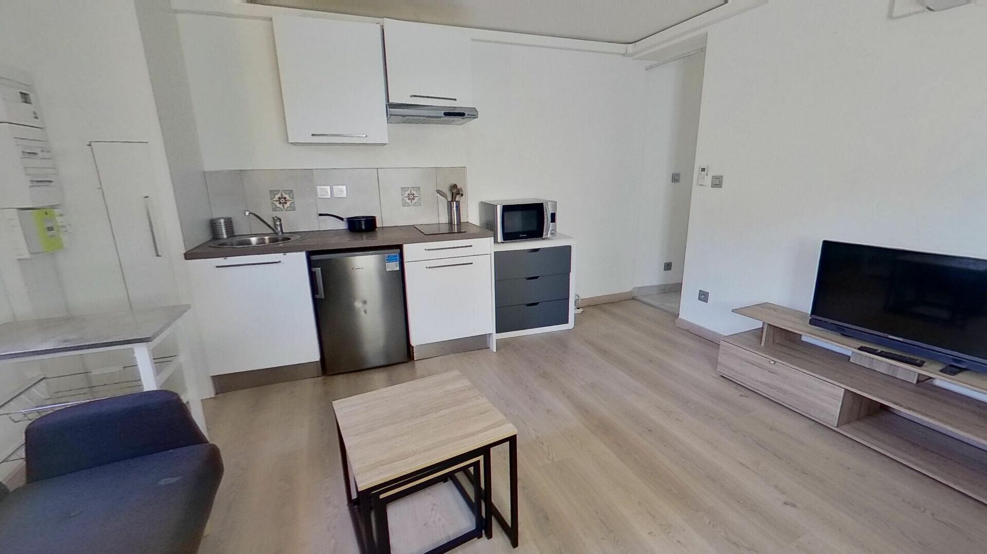 Appartement à louer 2 31.3m2 à Caluire-et-Cuire vignette-1