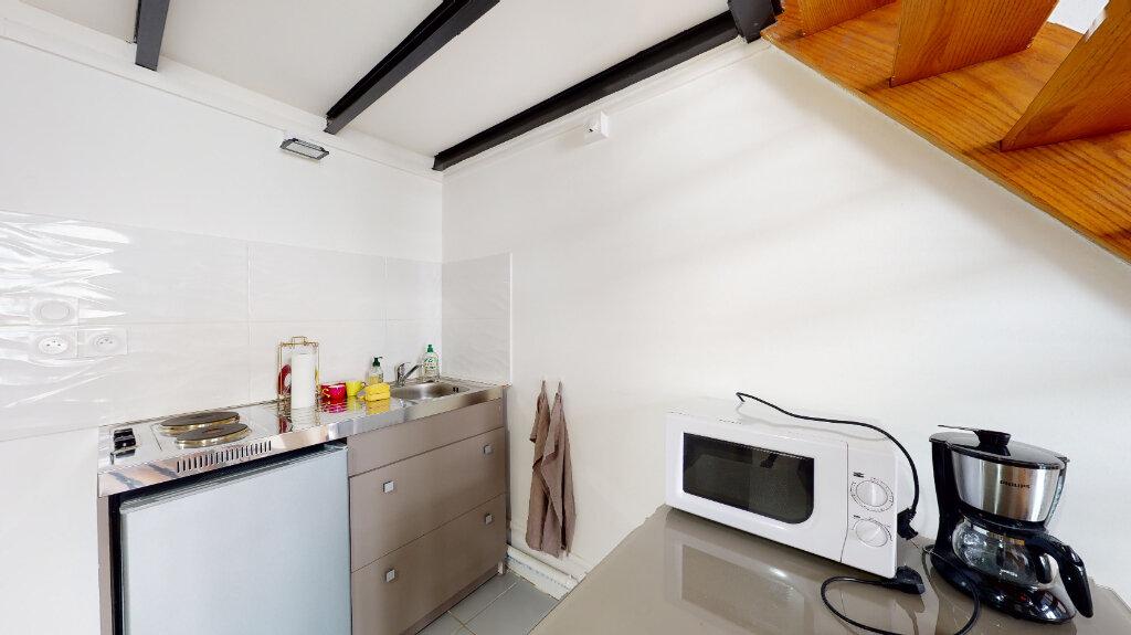 Appartement à louer 1 25m2 à Lyon 6 vignette-4