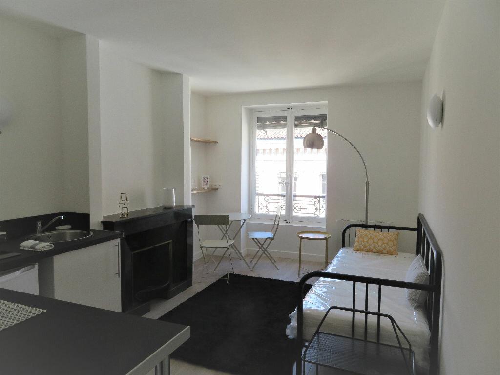 Appartement à louer 1 25.28m2 à Lyon 6 vignette-1