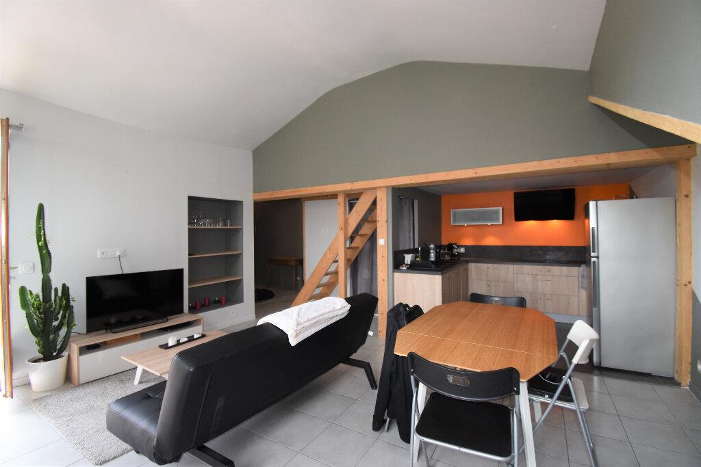 Appartement à louer 2 46m2 à Lyon 4 vignette-2