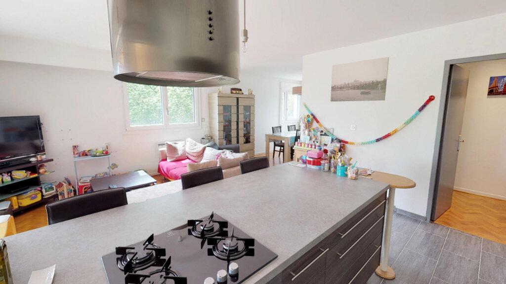 Appartement à louer 5 99.64m2 à Champagne-au-Mont-d'Or vignette-2