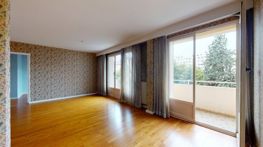 Appartement à vendre 7 146m2 à Villeurbanne vignette-2