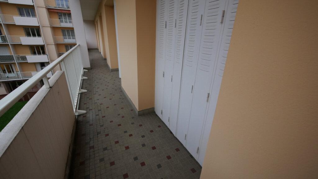Appartement à vendre 7 146m2 à Villeurbanne vignette-6