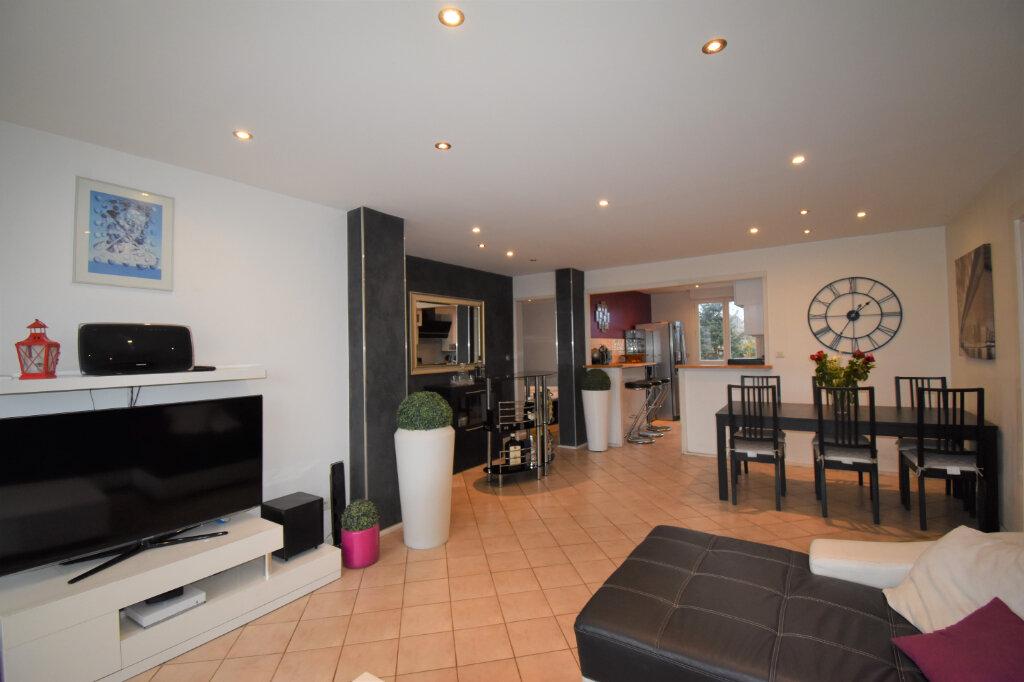 Appartement à vendre 3 75m2 à Champagne-au-Mont-d'Or vignette-2