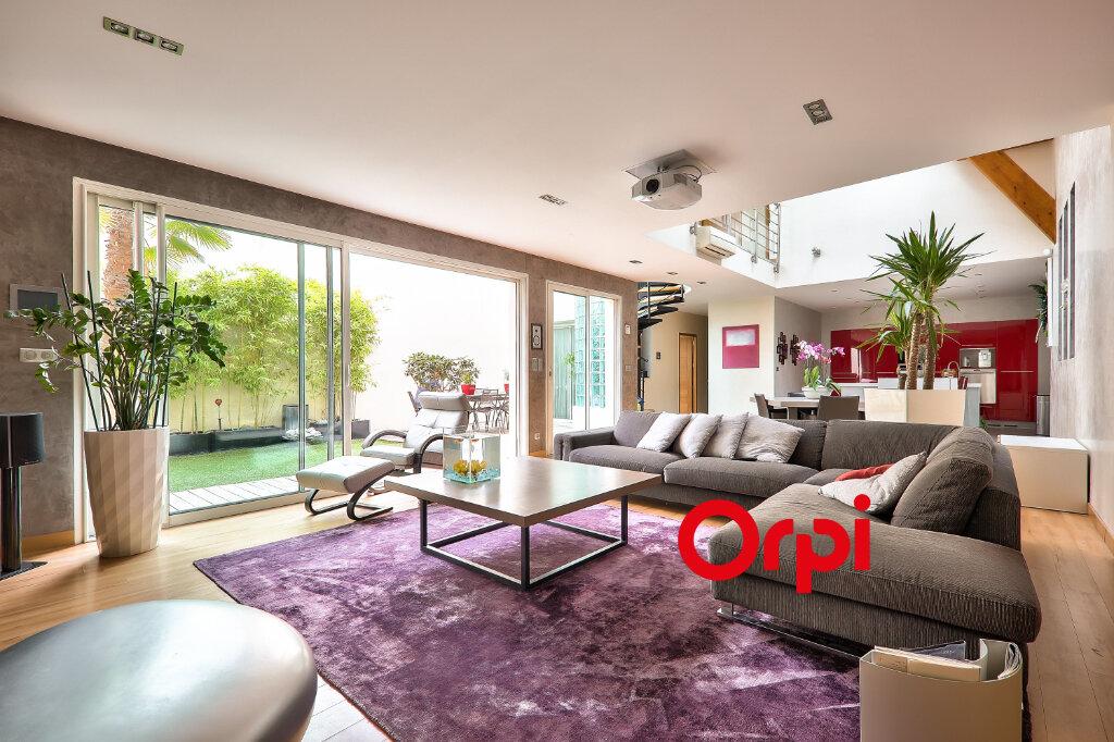 Appartement à vendre 5 161m2 à Villeurbanne vignette-1