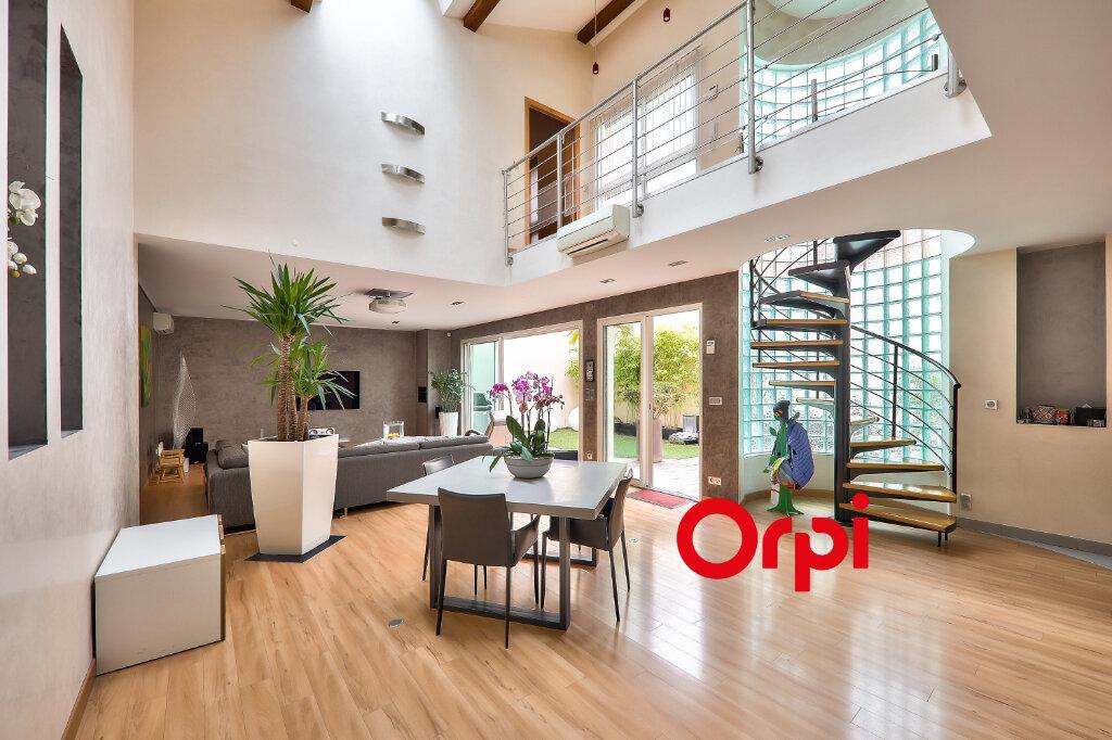 Appartement à vendre 5 161m2 à Villeurbanne vignette-5
