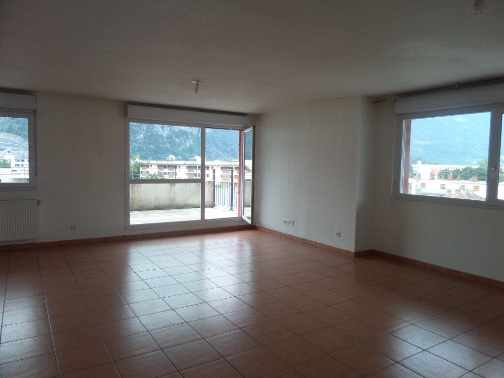 Appartement à louer 3 66.36m2 à Cluses vignette-2