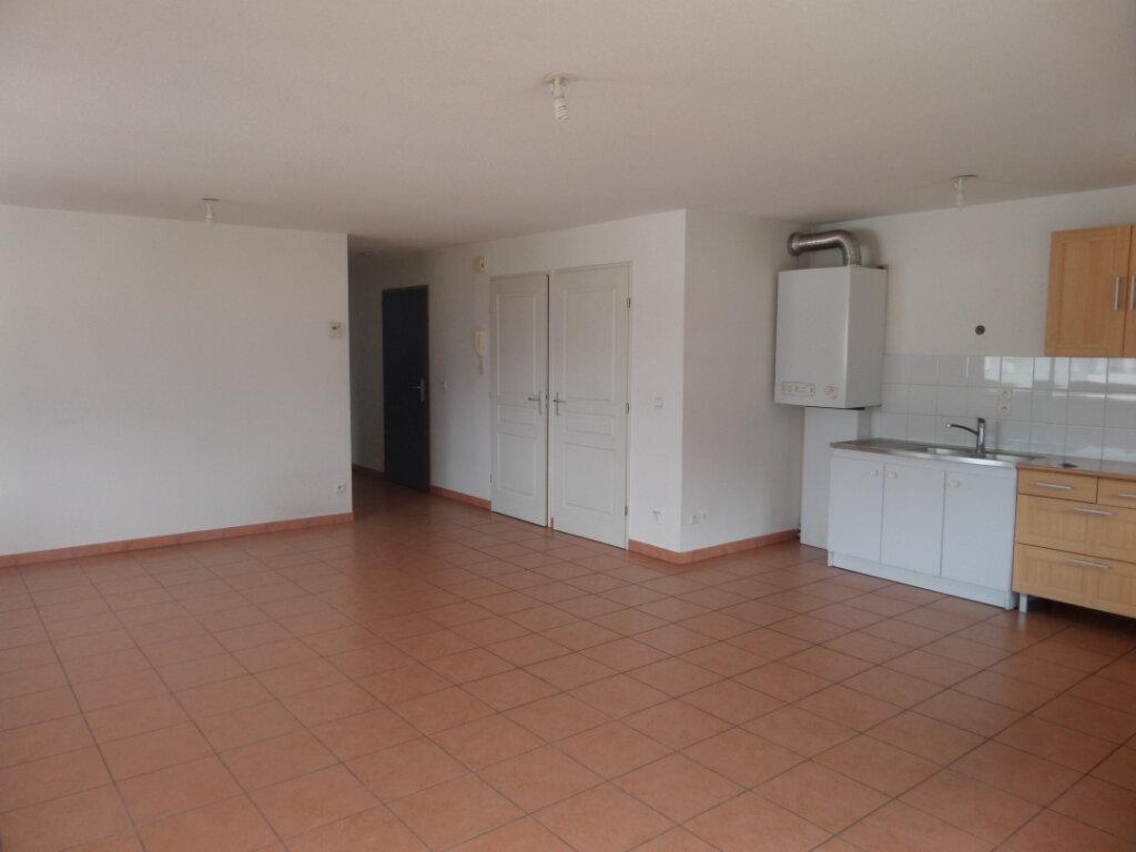 Appartement à louer 3 66.36m2 à Cluses vignette-3