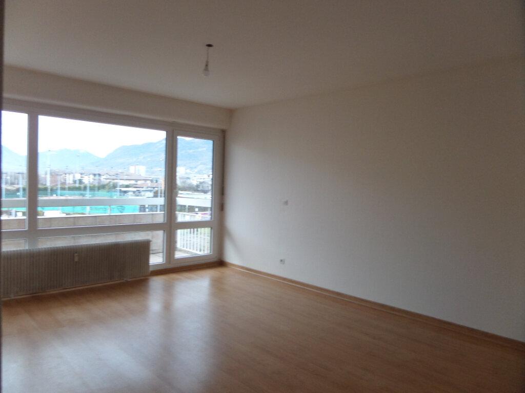 Appartement à louer 4 79m2 à Cluses vignette-2