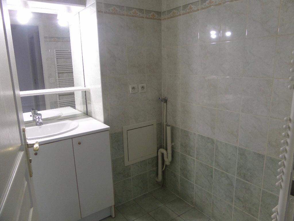 Appartement à louer 4 89.12m2 à Cluses vignette-9