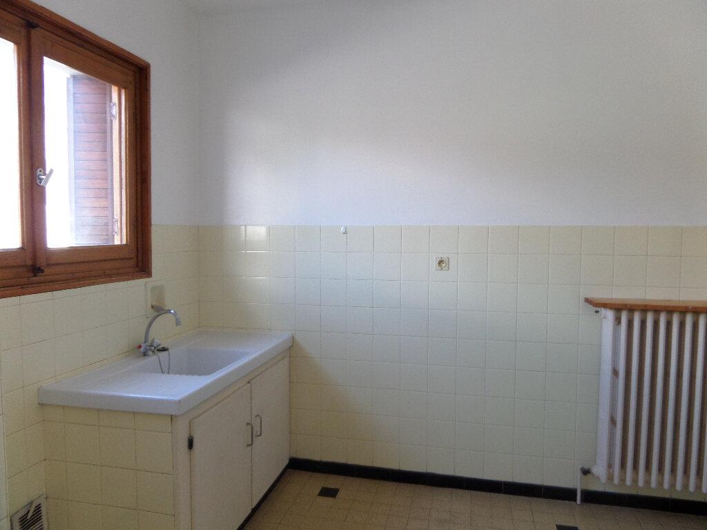 Appartement à louer 3 58m2 à Scionzier vignette-1