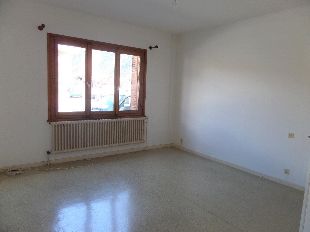 Appartement à louer 3 58m2 à Scionzier vignette-3