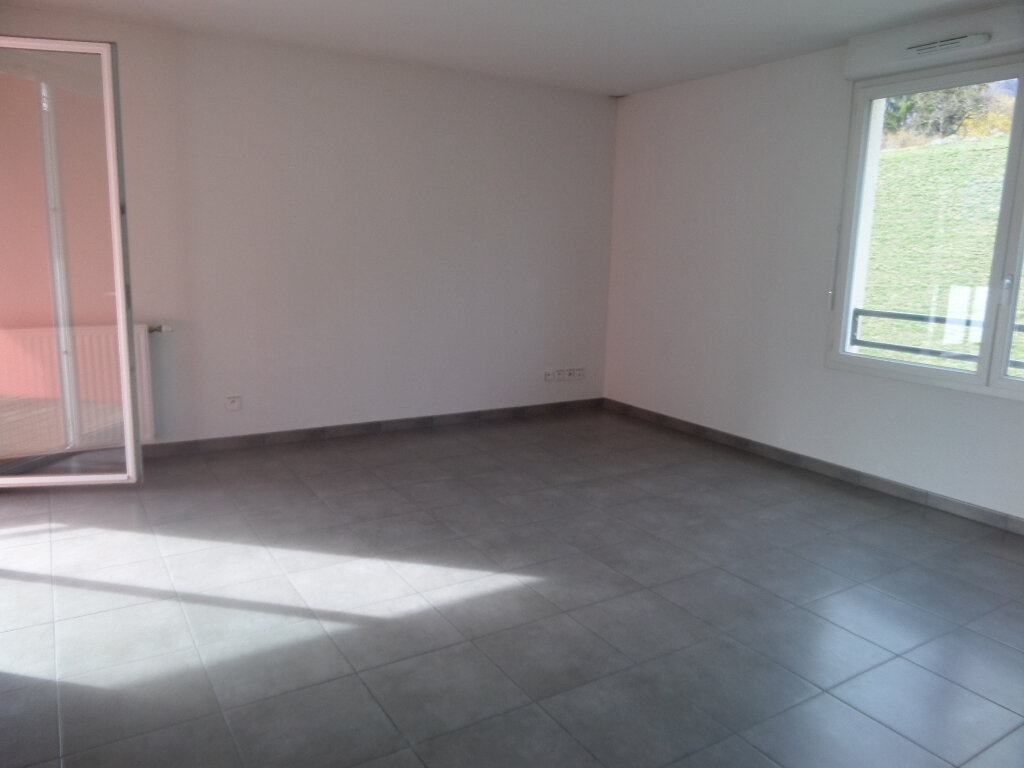 Appartement à louer 3 71.49m2 à Bonneville vignette-1