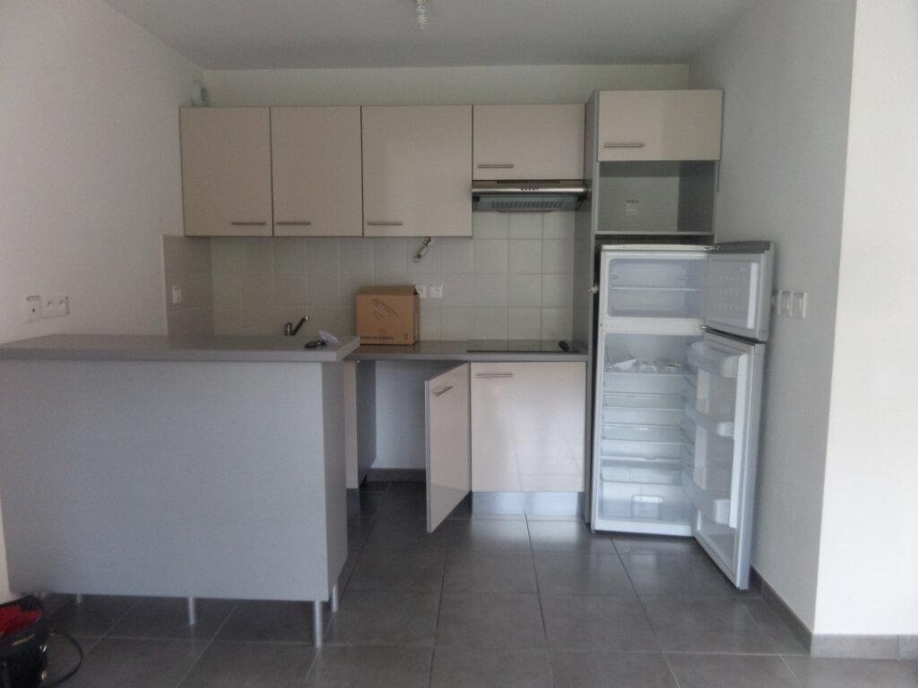 Appartement à louer 3 71.49m2 à Bonneville vignette-4