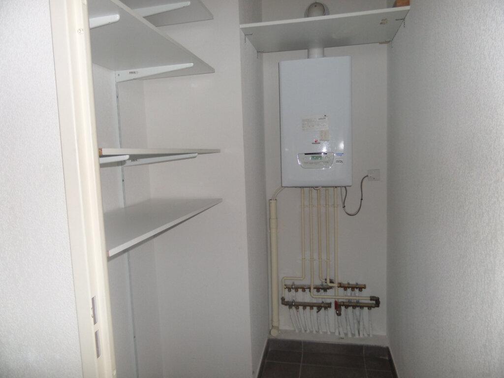 Appartement à louer 3 71.49m2 à Bonneville vignette-8