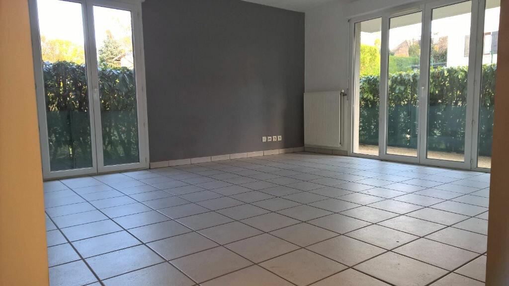 Appartement à louer 3 56m2 à Gaillard vignette-2