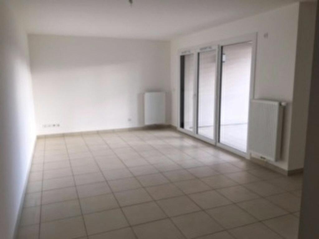 Appartement à louer 3 65m2 à Annemasse vignette-2