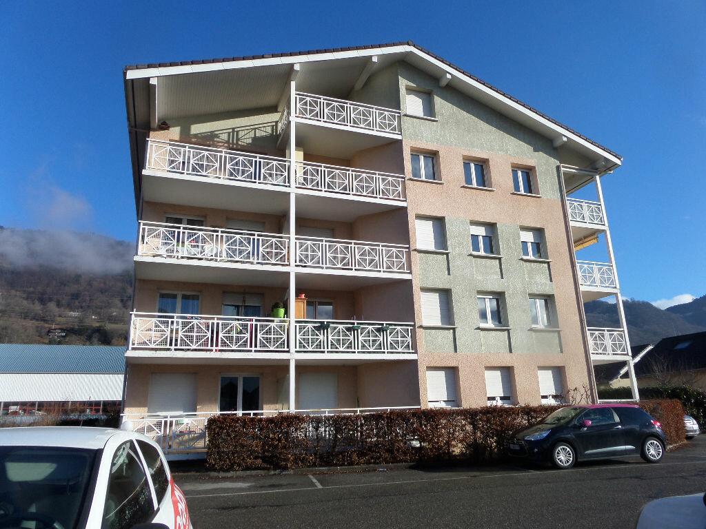 Appartement à louer 2 31m2 à Cluses vignette-1