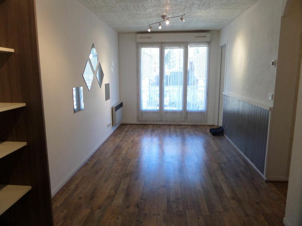 Appartement à louer 2 31m2 à Cluses vignette-2