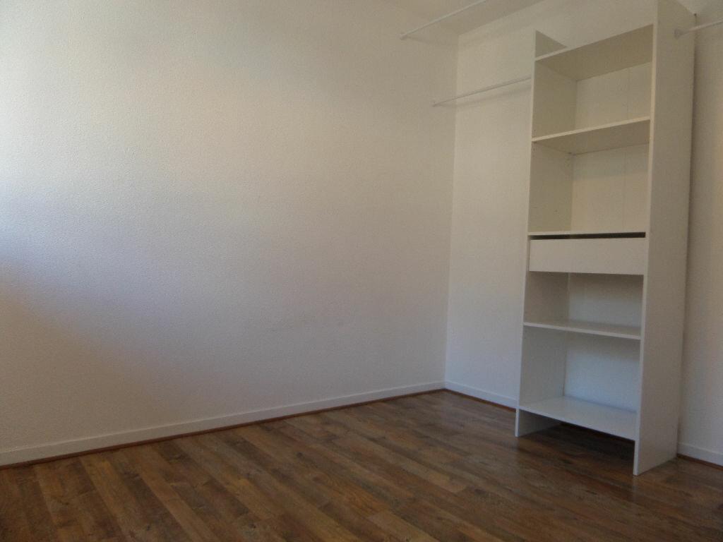 Appartement à louer 2 31m2 à Cluses vignette-3
