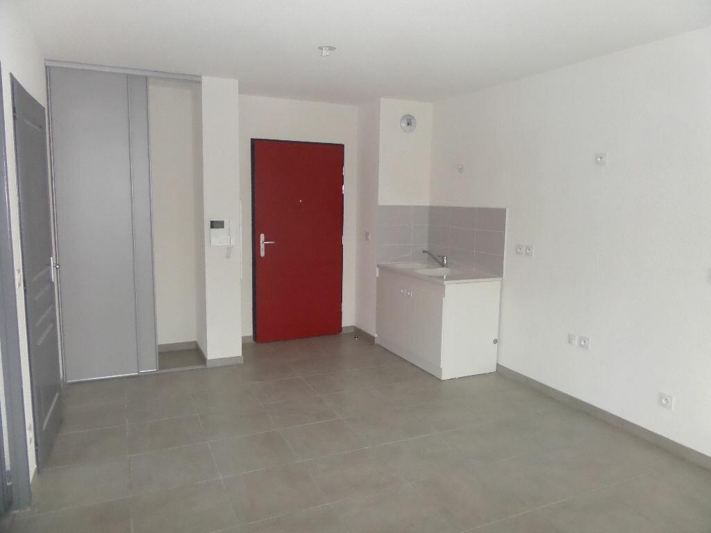 Appartement à louer 2 41.95m2 à Scionzier vignette-1