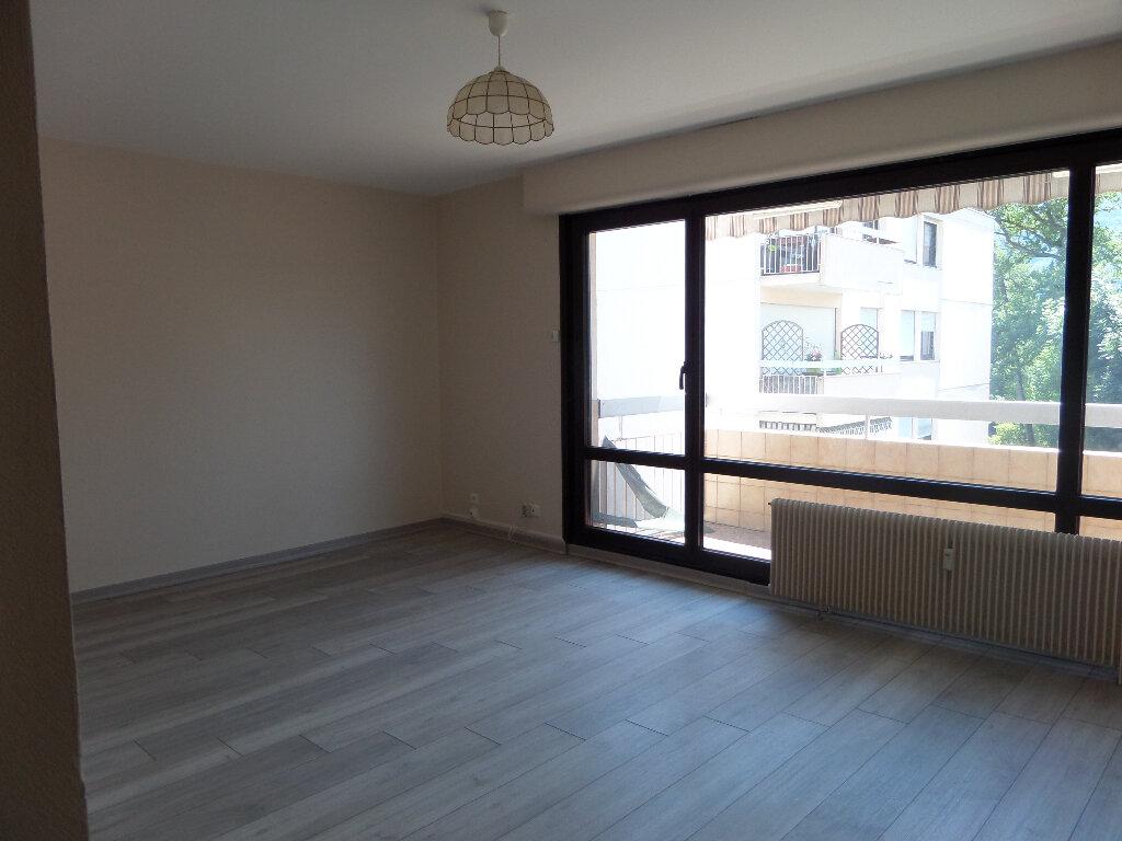 Appartement à louer 3 62.77m2 à Thyez vignette-1