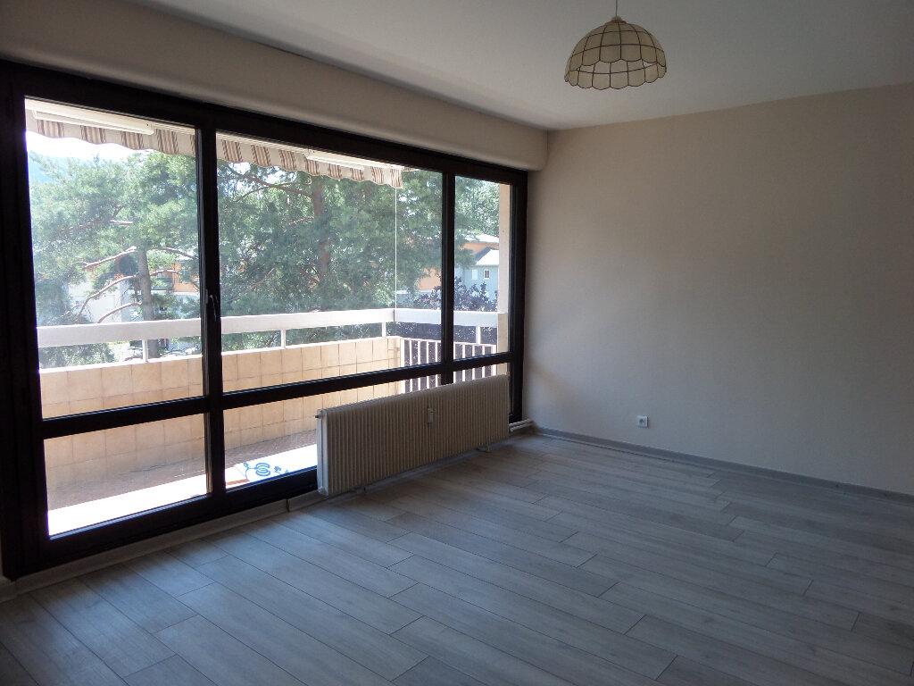 Appartement à louer 3 62.77m2 à Thyez vignette-2
