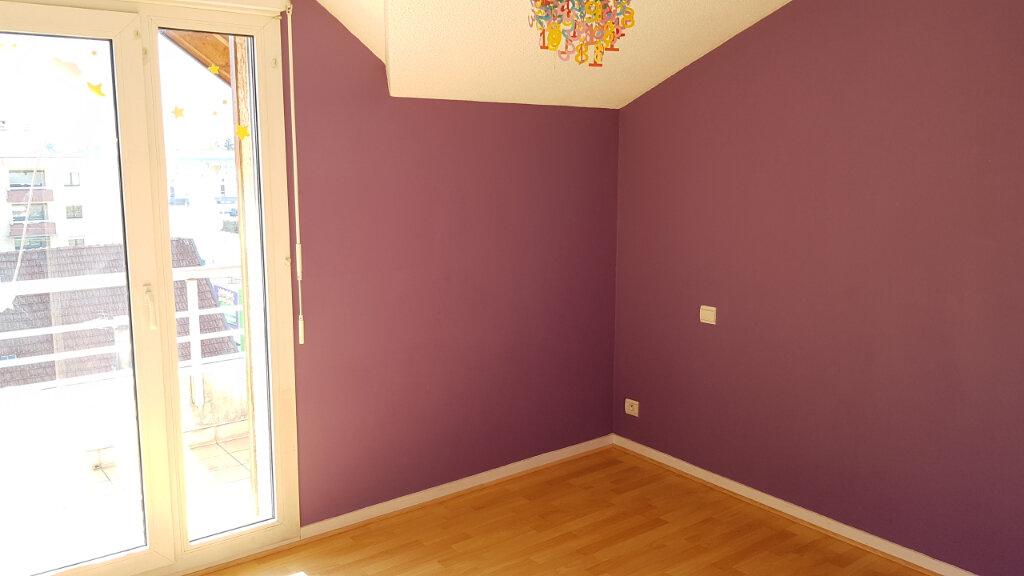 Appartement à louer 3 63.6m2 à Cluses vignette-3