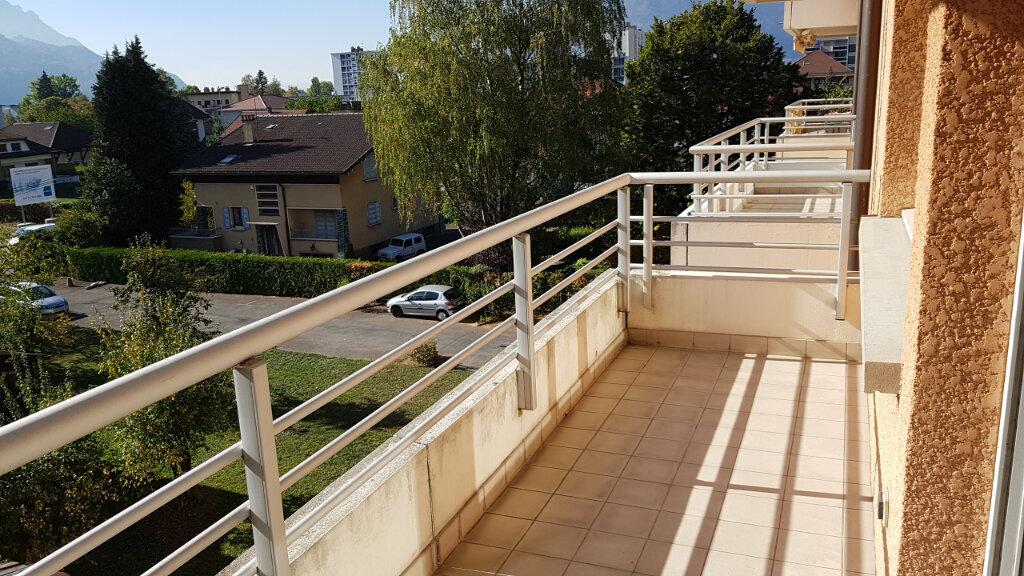 Appartement à louer 3 63.6m2 à Cluses vignette-7