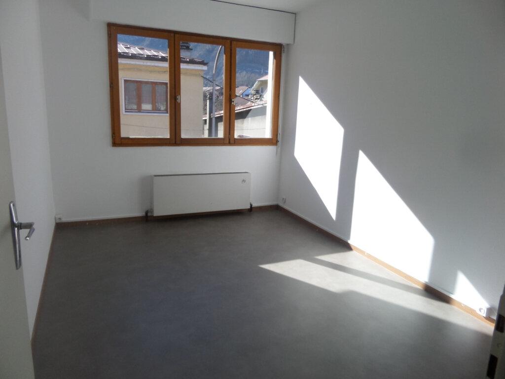 Appartement à louer 4 91.84m2 à Cluses vignette-6