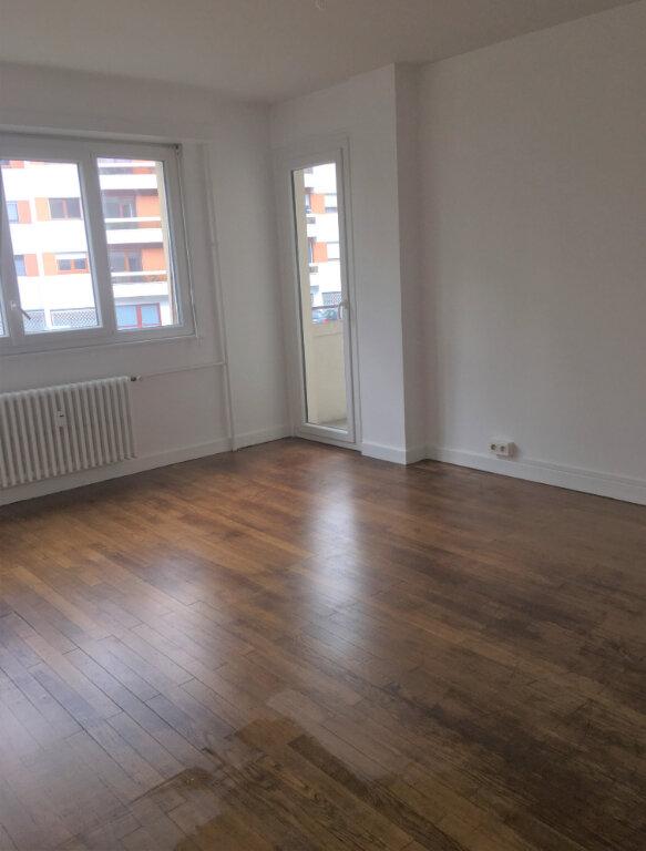 Appartement à louer 2 53m2 à Annemasse vignette-1